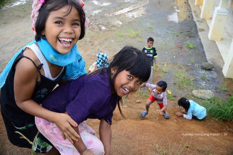 Keceriaan anak-anak Serempah saat bermain dan belajar bersama.