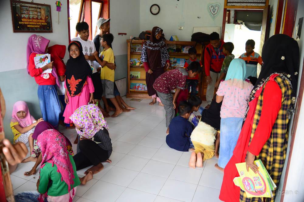 Suasana Perpustakaan Desa Rinon