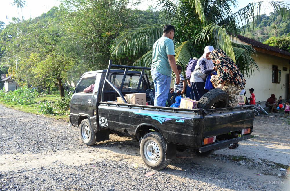 Dan melanjutkan perjalanan dengan mobil ke Desa Rinon dengan jarak tempuh lebih kurang 30 menit.