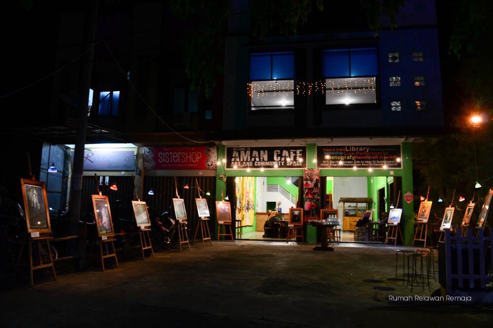 Pameran foto goa dan penampilan musik dan puisi di Aman Cafe