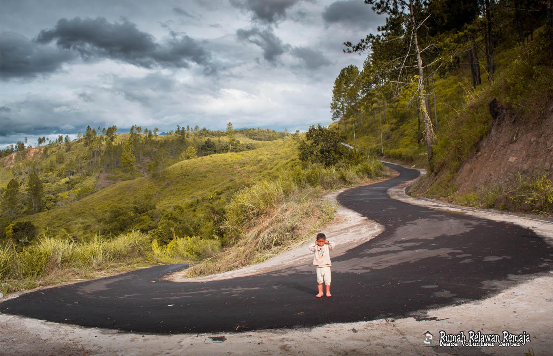 Beginilah jalan menuju Desa Serempah, Aceh Tengah.