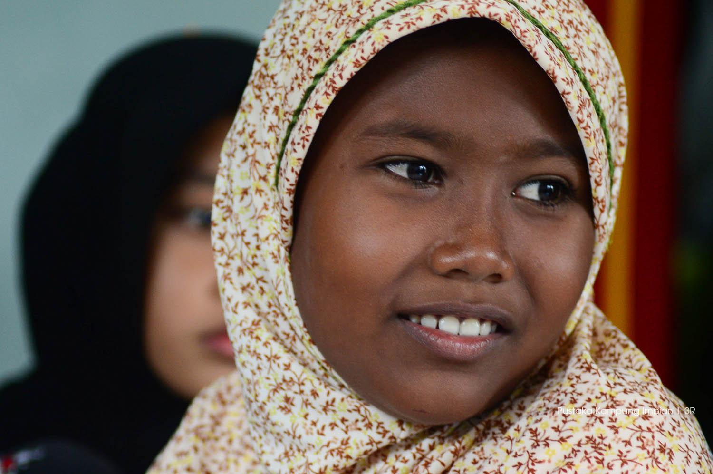 Nadia, anak kelas membaca dasar desa Ronon, Pulo Aceh