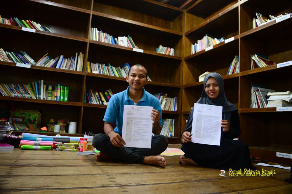 Tanda tangan kontrak Guru Pustaka Kampung Impian