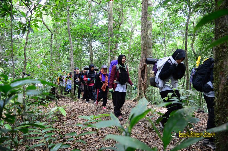 Perjalanan menuju puncak Gunung Seulawah Agam