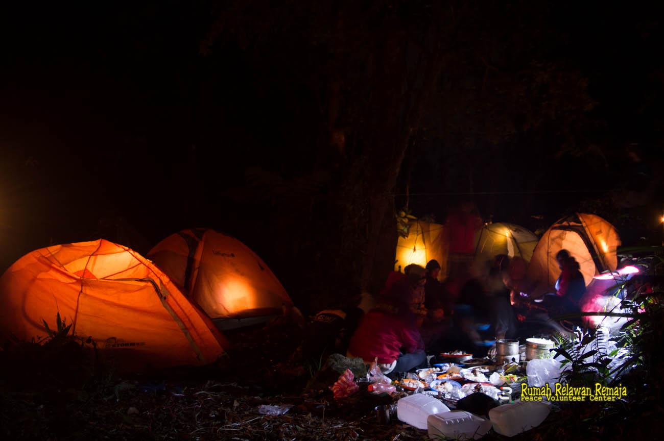 Suasana malam di puncak Gunung Seulawah Agam