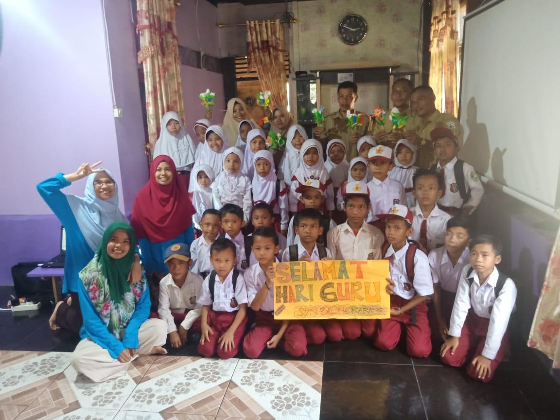 Hari Guru Bagi Anak-Anak Desa Seberang Sungai