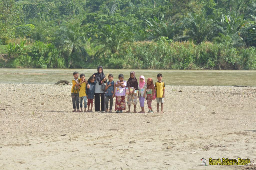 Perkembangan 2 Anak di Desa Baling Karang