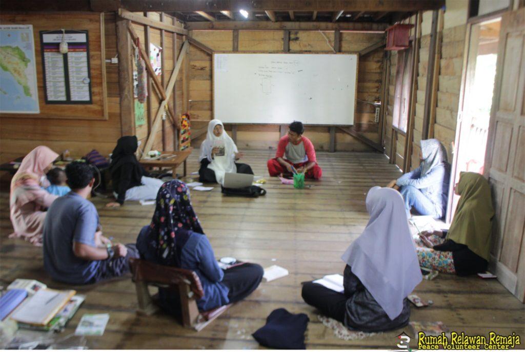 Menyambut Hari Perempuan Internasional, Relawan 3R Mengulas Buku yang Bertemakan Perempuan
