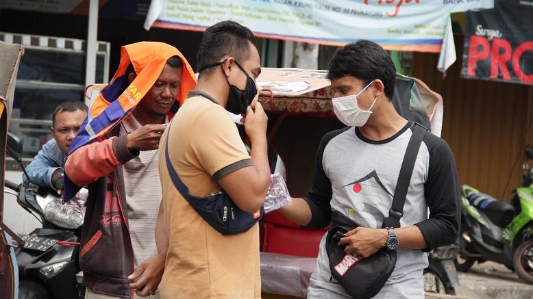 Relawan 3R Distribusikan Masker Kain