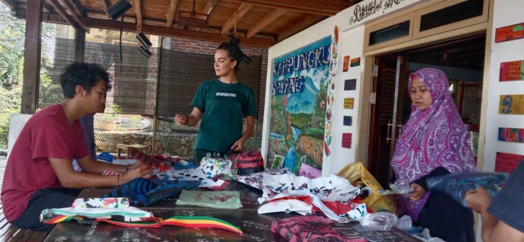 Belajar Bersama Mengolah Sampah Plastik